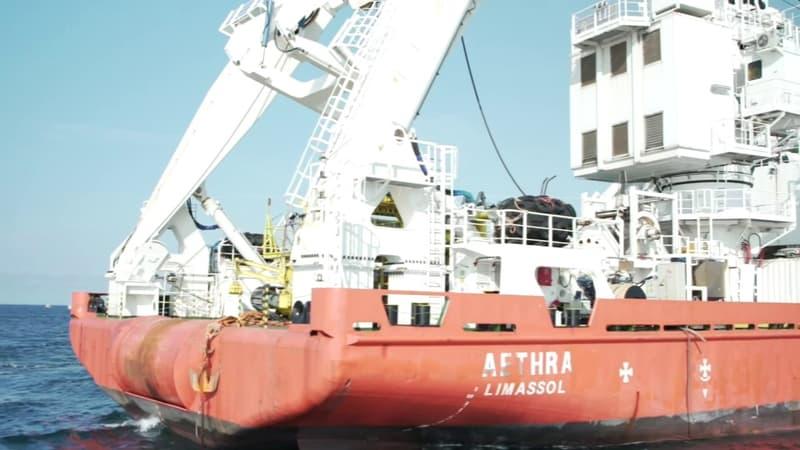 """""""Haro sur les éoliennes"""": des pêcheurs s'en prennent à un bateau de chantier d'un parc éolien au large de Saint-Brieuc"""