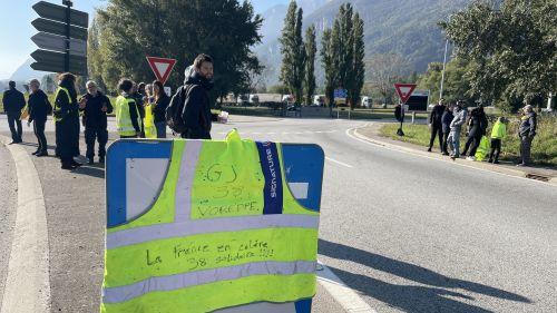 Isère : les gilets jaunes reviennent sur les ronds-points suite aux augmentations du prix de l'énergie et du carburant