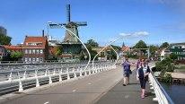 Crossing the bridge to Zaanse Schans