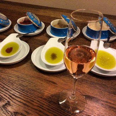 Brot, Olivenöl, Salz vorneweg