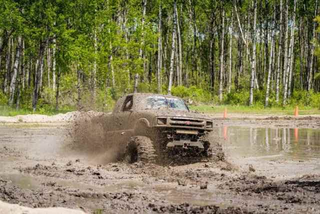 4wd vehicle in mud