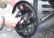 Changer les freins arrieres avec un kit pre-monte