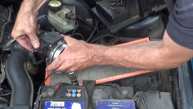 Rebrancher le connecteur électrique du débitmètre