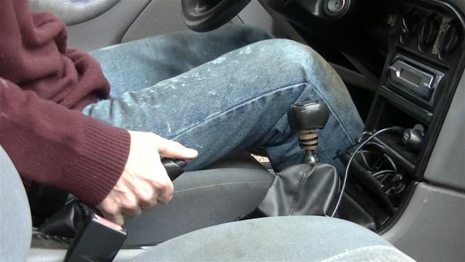 Desserrer le frein à main