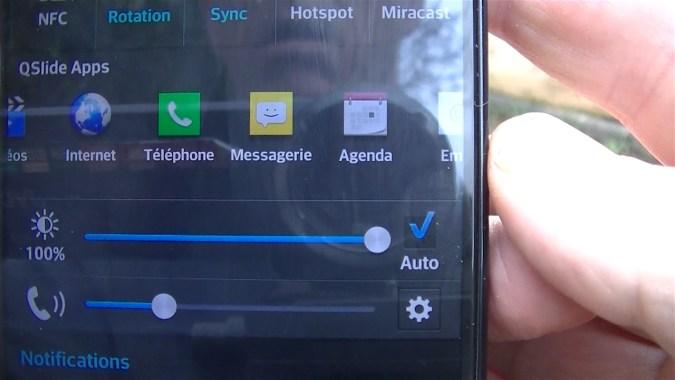 Le bouton Auto de réglage de luminosité signifie que votre téléphone possède un capteur de luminosité