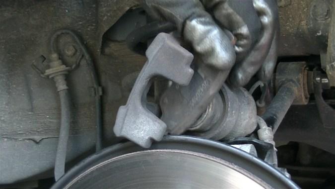 Repousser le piston avec un repousse piston universel