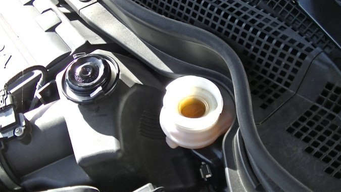 Contrôler le niveau de liquide de frein