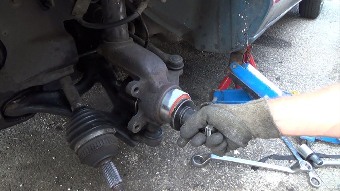 La plaque de compression doit être légèrement inférieure à la bague externe du roulement