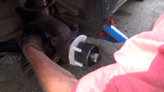 Mise en place des pièces sur l'extracteur de roulement