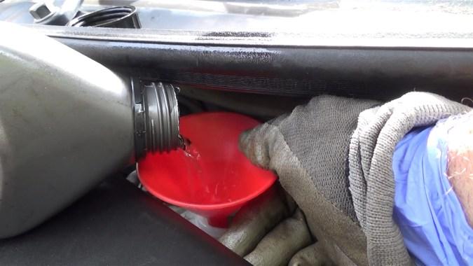 Faites régulièrement l'appoint de liquide dans le réservoir