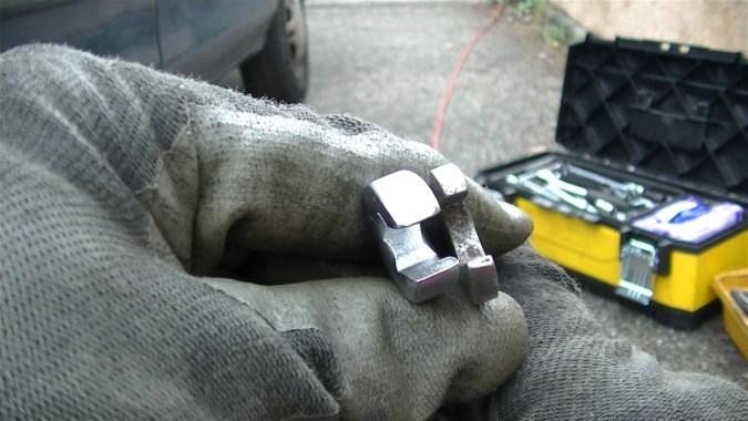 Les clés à tuyauter ont 4 points d'appui (au lieu de 2 sur une clé plate) et sont 2 fois plus épaisses que les clés plates.