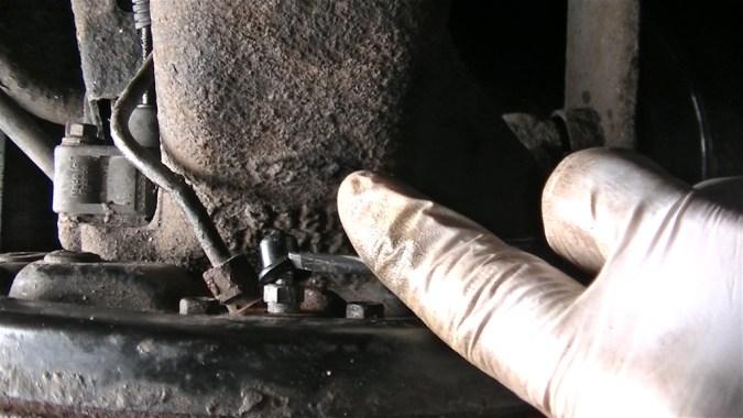 Déposer le capuchon de protection sur la vis de purge