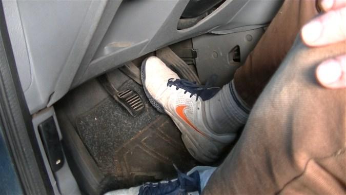Faites toujours un essai de freinage après la purge avant de prendre la route
