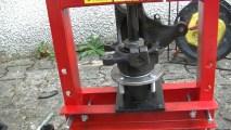 Changer un roulement de roue avec une presse