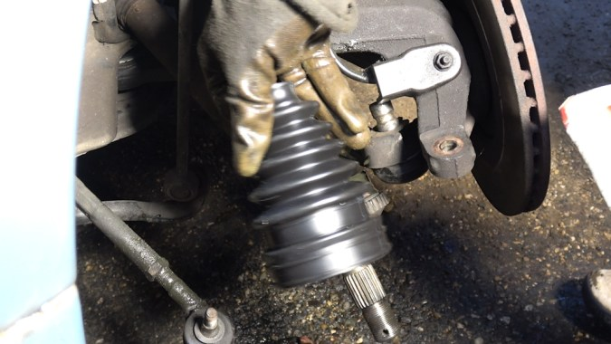 Les soufflets d'origine sont difficiles à monter avec un cône, il sont durs et peu malléables.