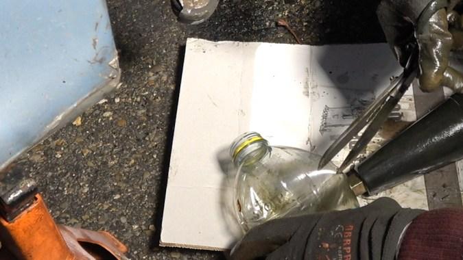 Découpez le haut d'une bouteille plastique d'au moins 1,5 litres