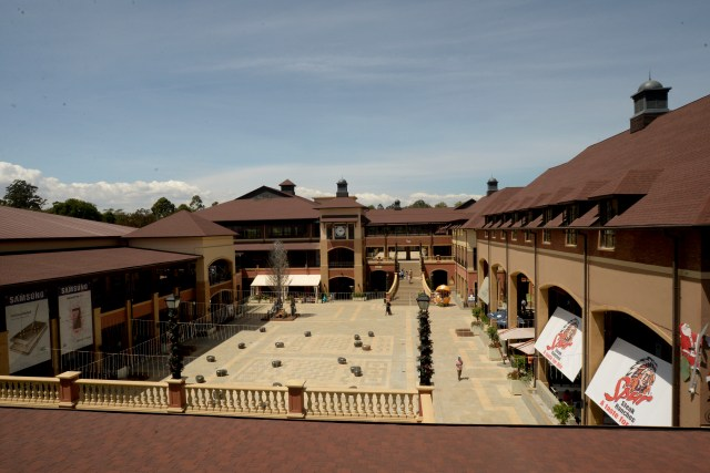 The courtyard at the hub karen that can be used for various activities.