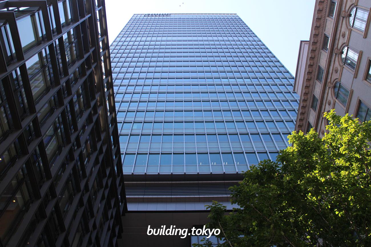京橋エドグランは、中央区の有形文化財に指定されている「明治屋京橋ビル」と再開発されたビルとで構成されていて、地下1階に中央区観光情報センター(日本語・英語・中国語による対面案内)があります。東京メトロ銀座線「京橋駅」に直結しています。