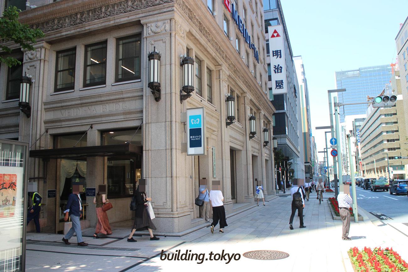 京橋エドグラン、右の通りは「中央通り」です。