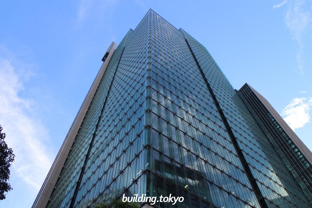 泉ガーデンタワーは、住友会館やホテルヴィラフォンテーヌ東京六本木、店舗などが入居するオフィスビルで、東京メトロ南北線「六本木一丁目駅」に直結しています。