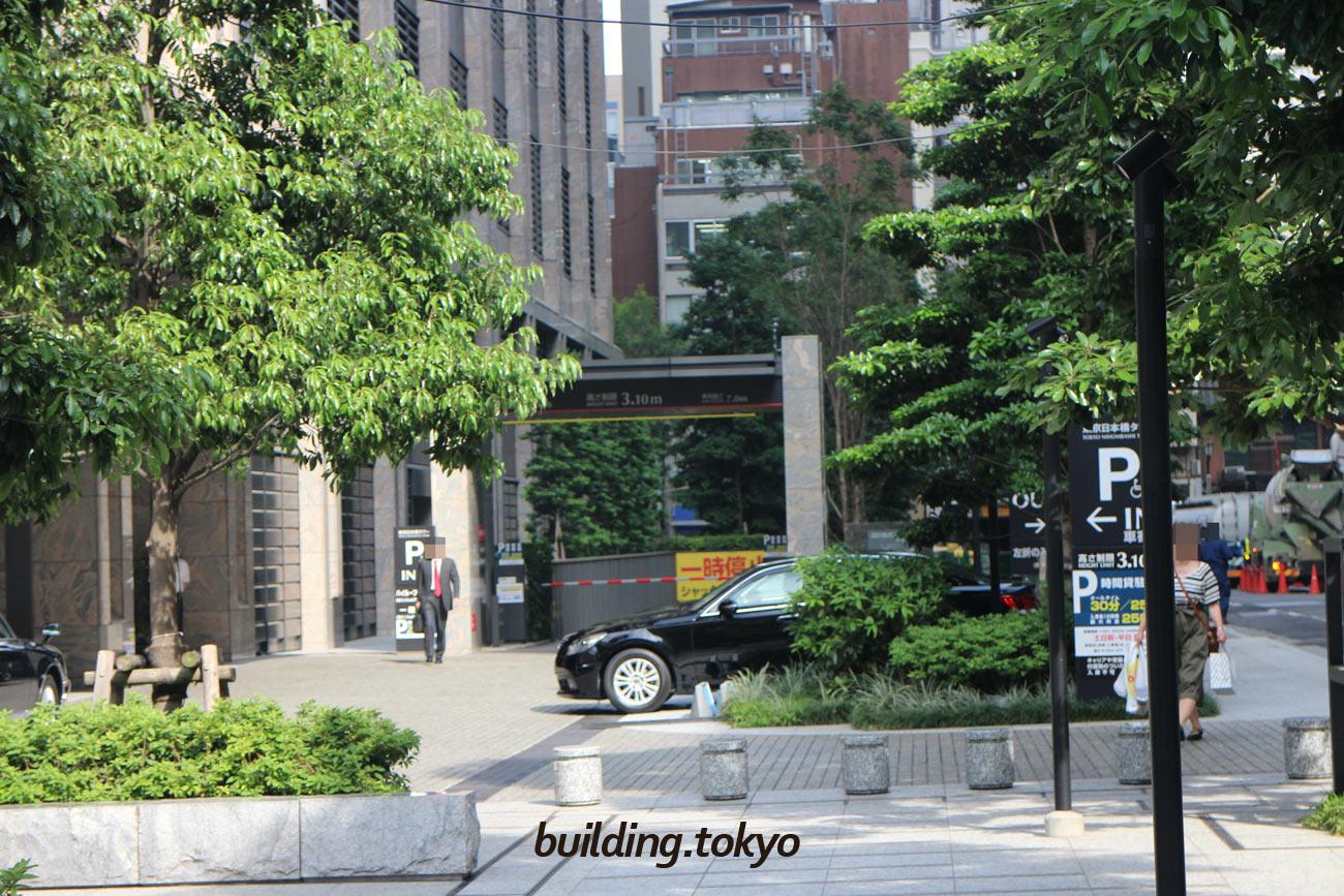 東京日本橋タワー。駐車場の入り口の様子です。