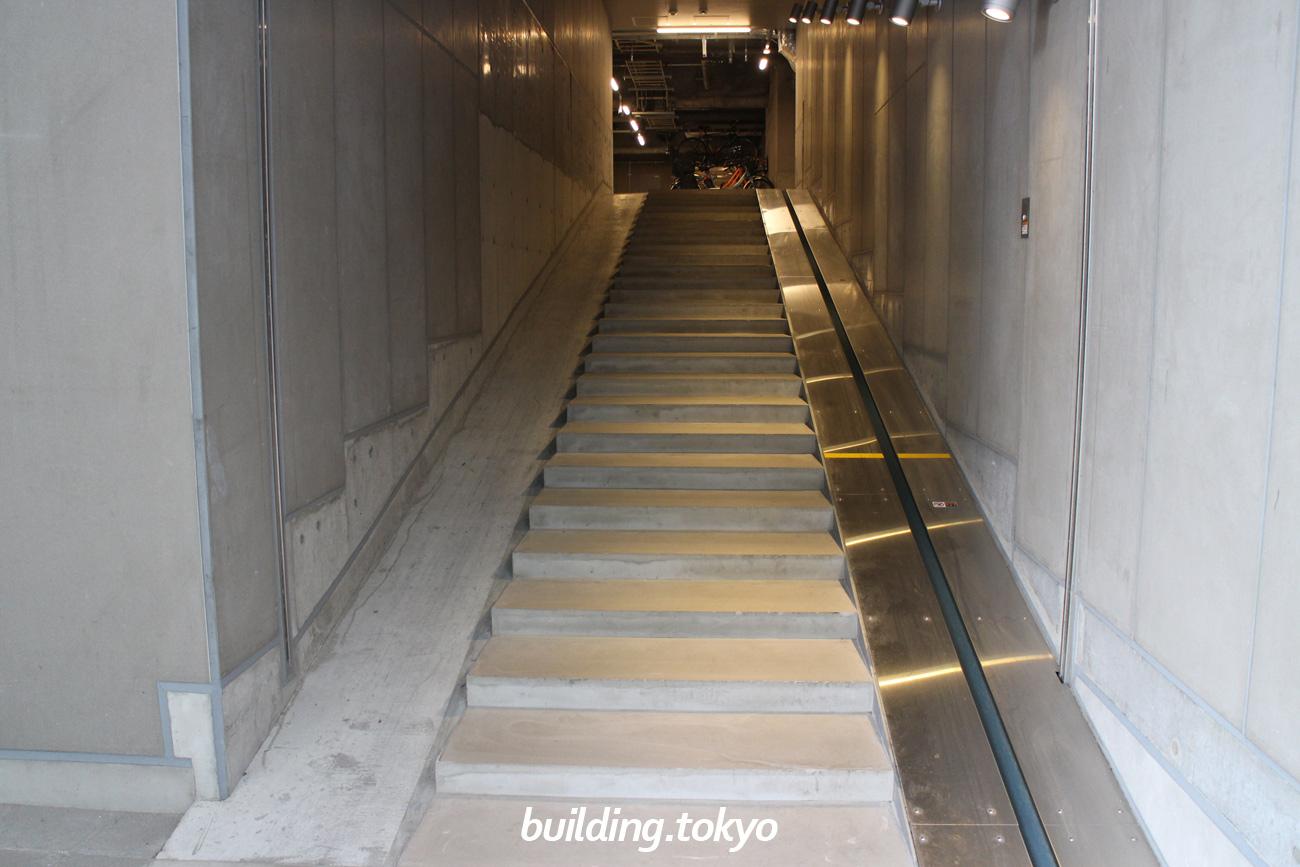 渋谷ストリーム。自転車駐輪場入り口の勾配。
