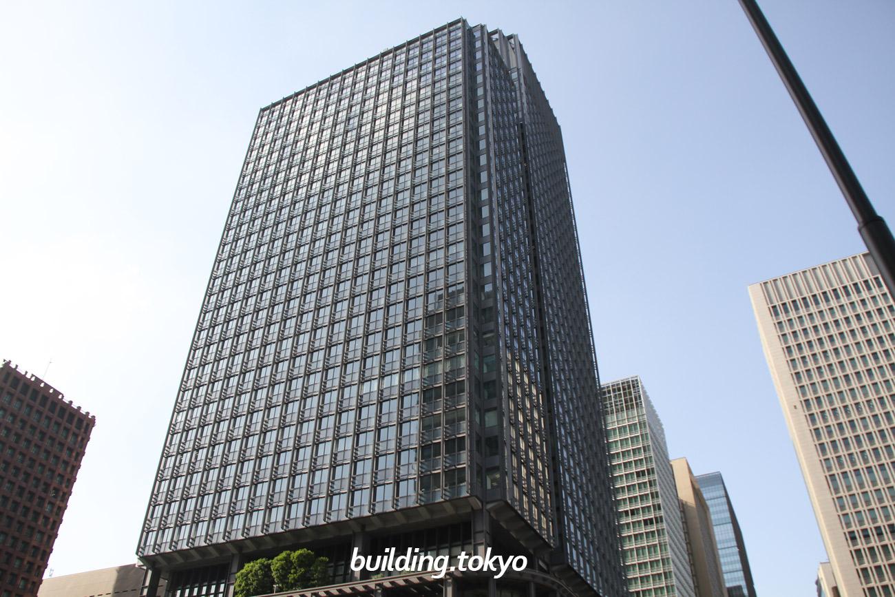 新丸の内ビルディングは、丸ビルに並んで丸の内エリアを代表するランドマークビルで、5階から7階がレストランゾーンで地下1階から4階がショッピングゾーンになっており、7階は朝4時まで営業している「丸の内ハウス」です。