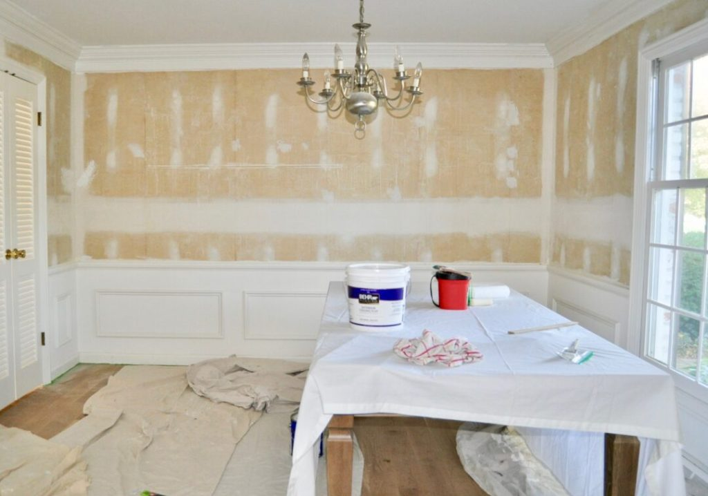 How to paint a room and achieve professional results | Building Bluebird #tutorial #moody #diningroommakeover #tablesetting