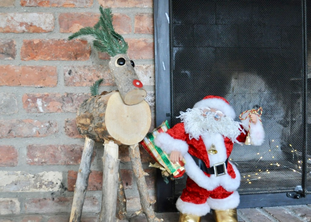 Use kids stuffed animals to decorate kids zones in the house   Building Bluebird #holidays #kidsholidaydecor #christmasdecor