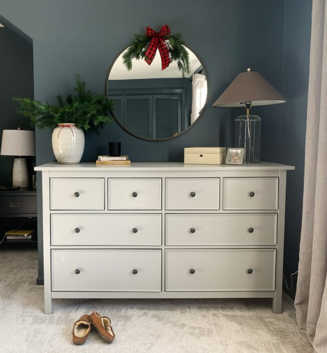Create less waste during the holidays with these 6 simple tips | Building Bluebird  #holidaydecor #christmasdecorations #sustainabledecor #reducereuserecycle