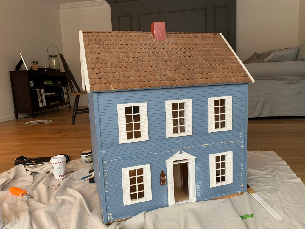 Makeover an old dollhouse for a unique DIY holiday gift idea | Building Bluebird #holiday #dollhouse #christmas