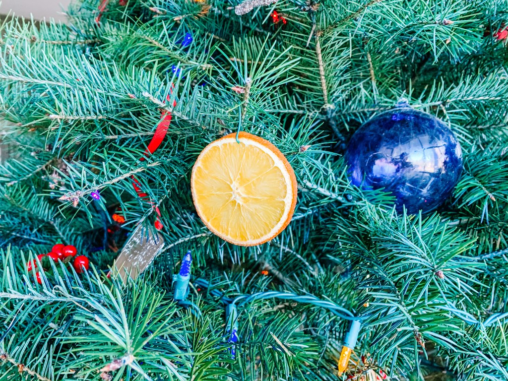 Decorating with dried oranges