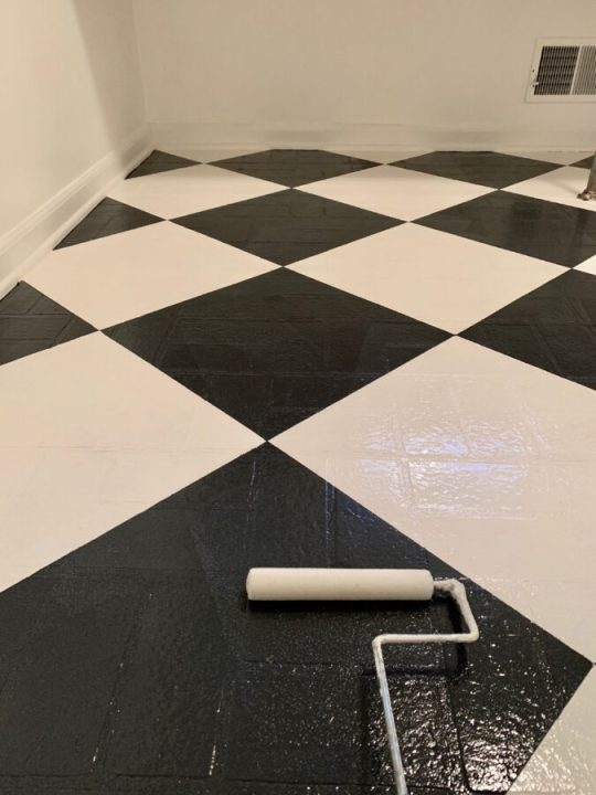 How to paint a checkered pattern on old linoleum floors using Rust-Oleum HOME floor paint | Building Bluebird #laundryroommakeover #diy #tutorial