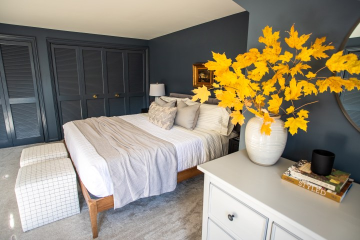 Modern master bedroom makeover with moody paint color | Building Bluebird #outerspace #swcolorlove #moodypaint #sw6251 #modern
