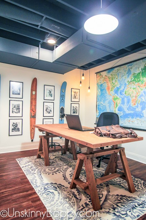 7 inspiring unfinished basement makeovers - Unskinny Boppy | Building Bluebird #exposedceiling #paintedceiling #officemakeover #blackceiling