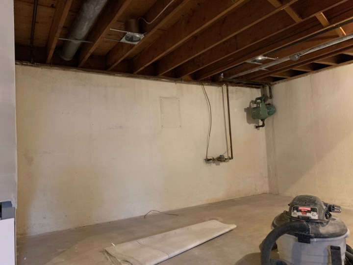 Affordable DIY - How to paint an exposed basement ceiling | Building Bluebird #paintsprayer #basementmakeover