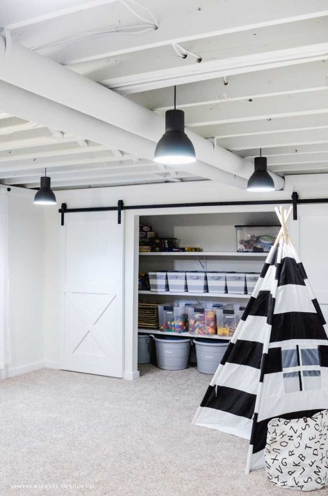 7 inspiring unfinished basement makeovers - Old Salt Farm | Building Bluebird #exposedceiling #paintedceiling #playroom