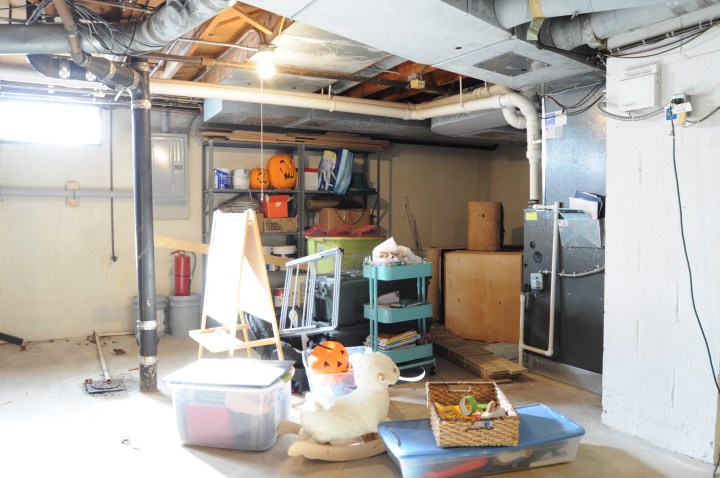 We transformed our unfinished basement into an additional flex living space | Building Bluebird #basementmakeover #blackceiling #paintedfloors