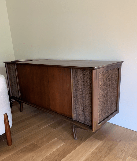 Mixing old and new furniture for our living room makeover | Building Bluebird #oneroomchallenge #bhgorc #mcm #recordcabinet