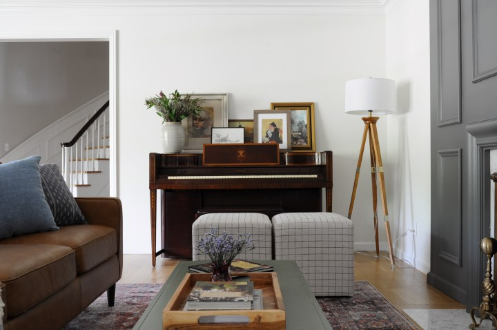 Masculine & Modern living room design for the One Room Challenge | Building Bluebird #livingroom #modern #leathercouch #piano #mcm