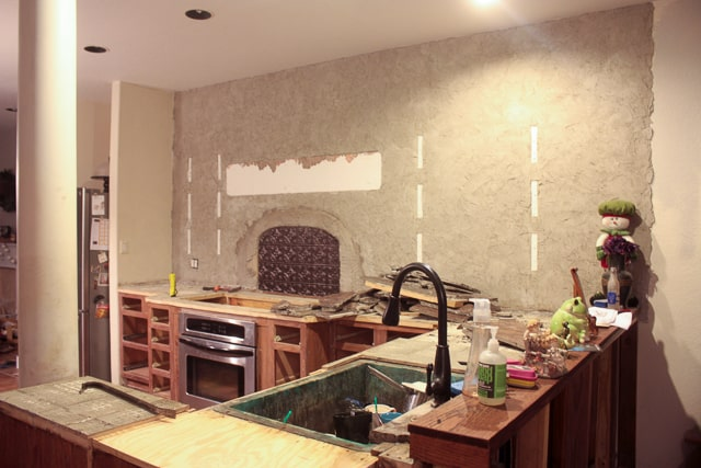 One room challenge - week 3 - kitchen demo