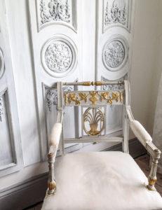 jola piesakowska buildmumahouse grey white carved walls
