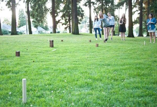 playing-kubb-girls