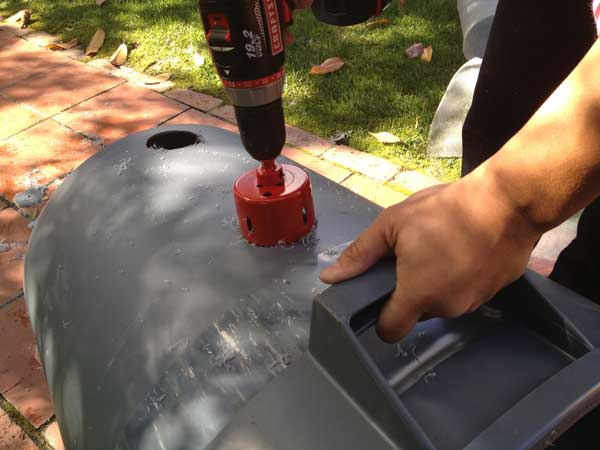 hole-saw-cutting