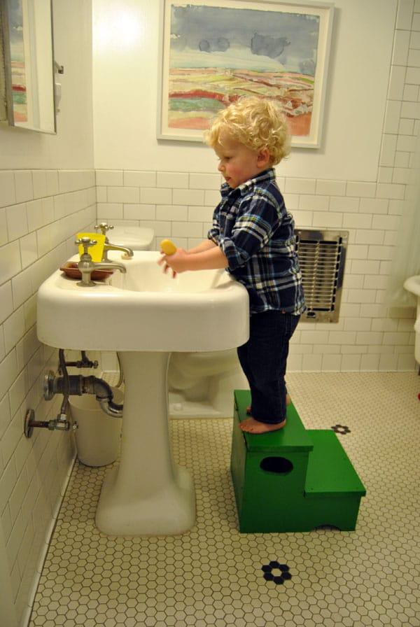storage-step-stool-wash