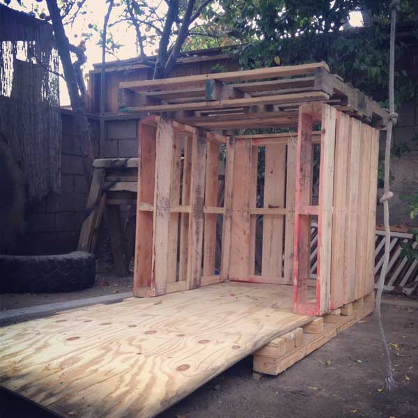 small-pallet-playhouse