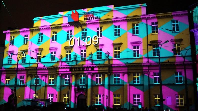 Projekcja Light Move Festiwal na Placu Wolności w Łodzi