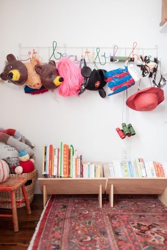15 ideas para organizar las cosas de los ni os for Ganchos para colgar botas
