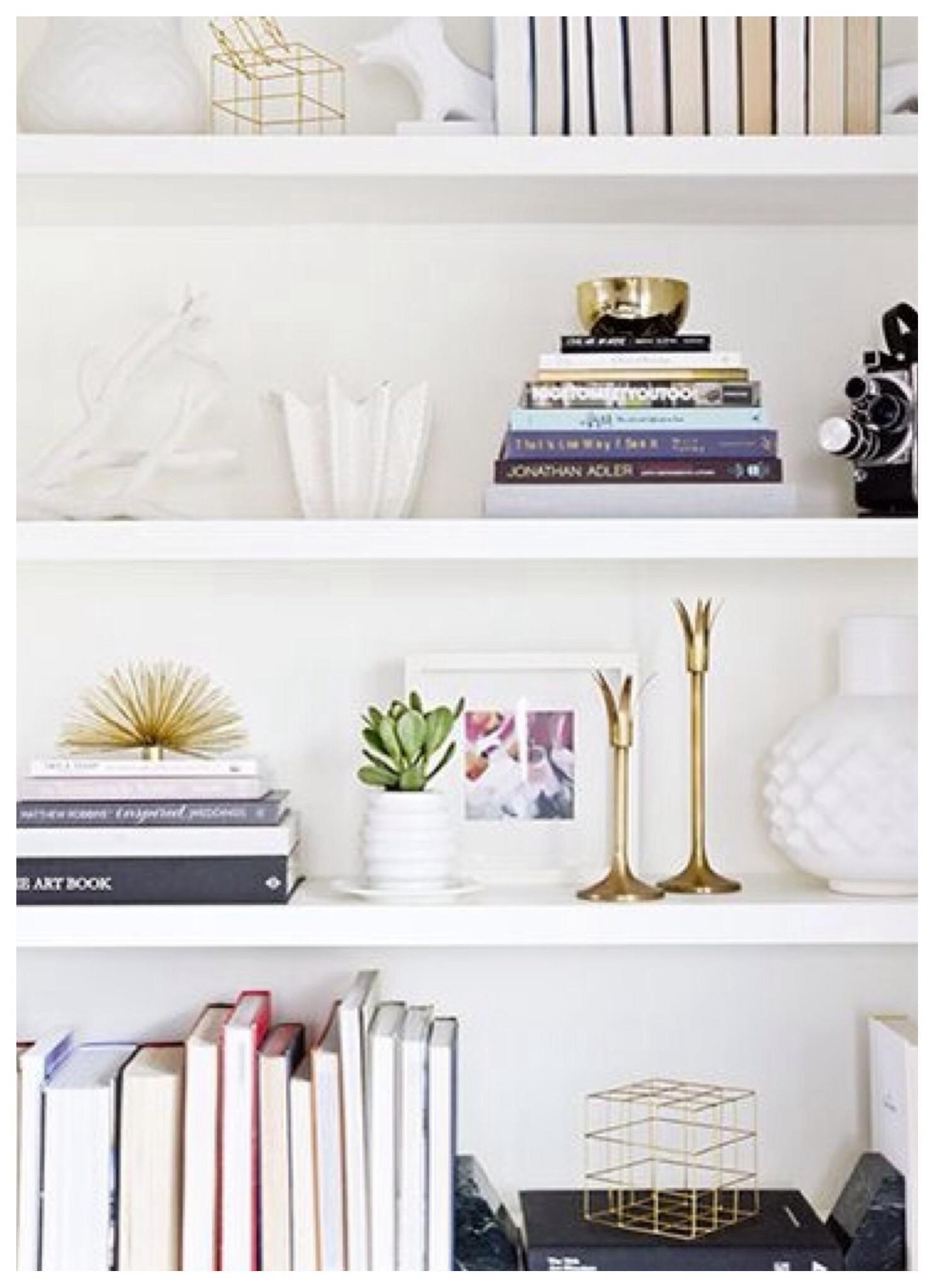 C mo decorar estanter as de una forma creativa for Decoracion de estanterias