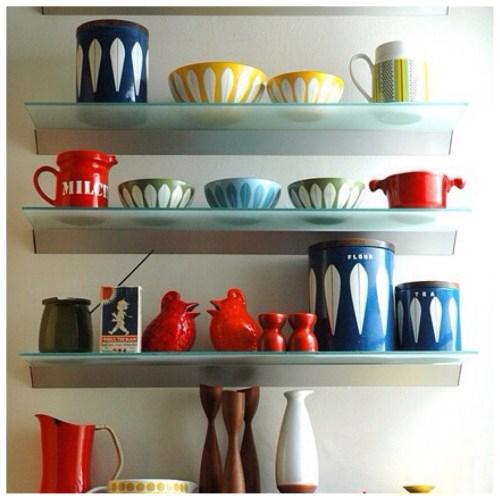 decorar estanterías de cocina estilo retro
